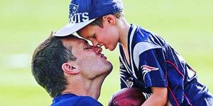 tom brady kiss son on lips