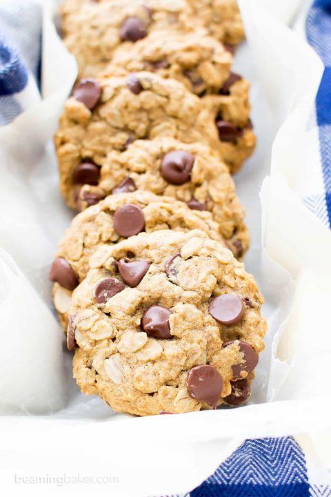 Dish, Food, Cookies and crackers, Snack, Cuisine, Chocolate chip cookie, Oatmeal-raisin cookies, Ingredient, Cookie, Baked goods,