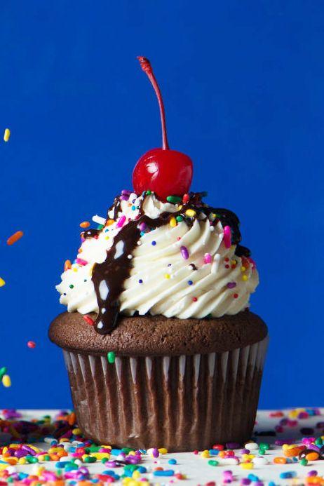 Food, Frozen dessert, Cupcake, Dessert, Sundae, Sprinkles, Buttercream, Icing, Ice cream, Cake,