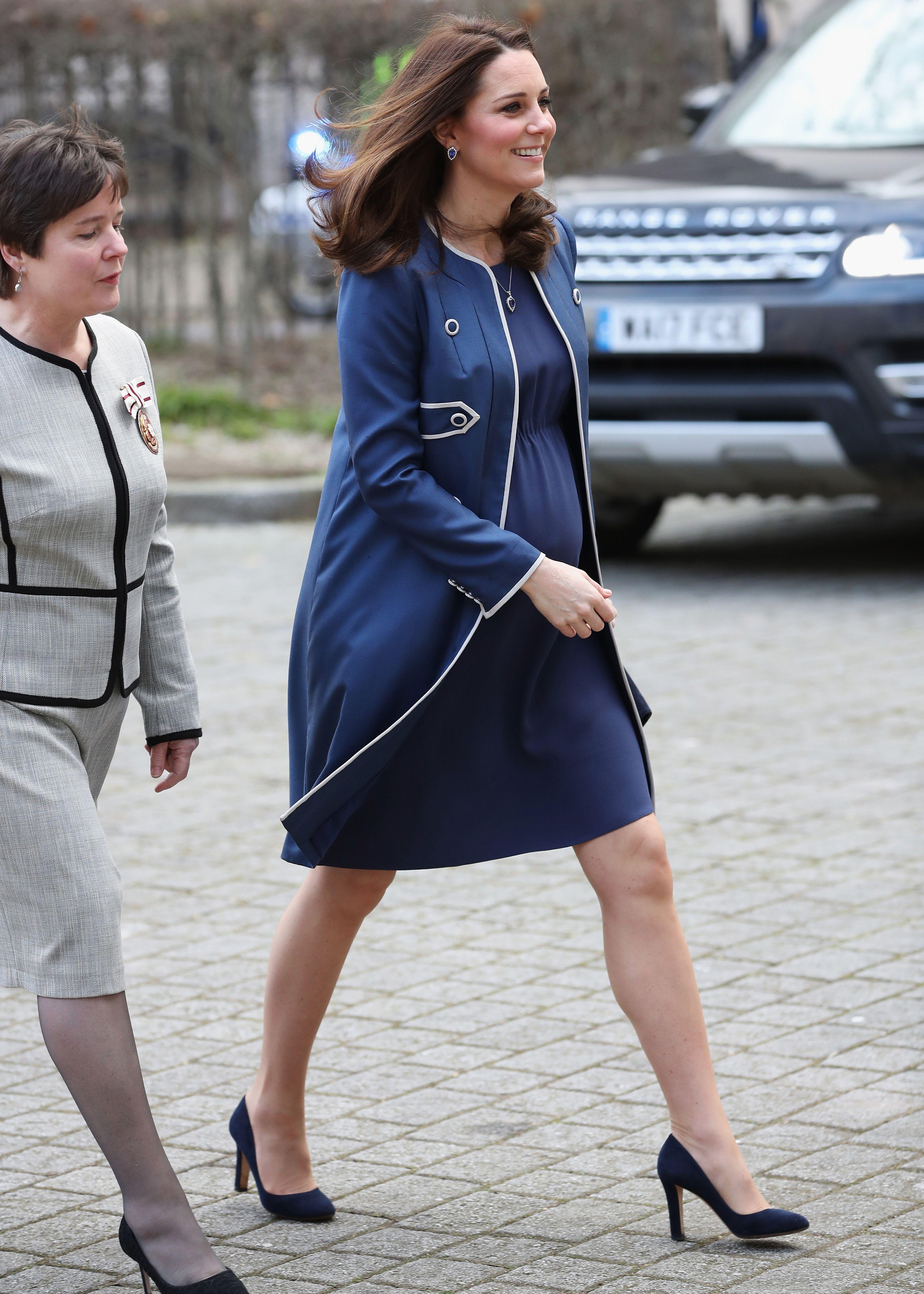 d624a54cbfc 50 Best Kate Middleton Pregnant Style Looks - Princess Kate Maternity  Fashion