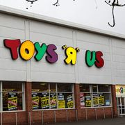 when is toys r us closing
