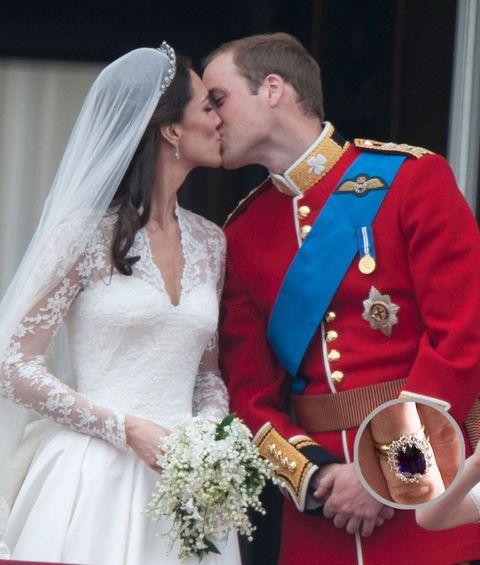 Ear, Dress, Bridal clothing, Photograph, Bride, Bridal veil, Outerwear, Happy, Formal wear, Tradition,