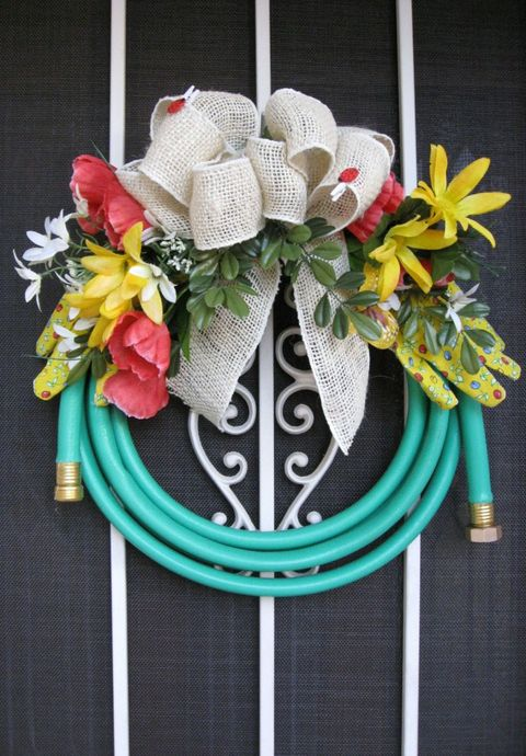 Petal, Costume accessory, Hair accessory, Teal, Cut flowers, Creative arts, Craft, Floral design, Natural material, Flower Arranging,