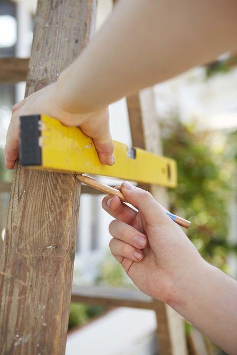 diy ladder planter step 1