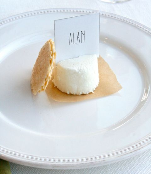 Creative Table Setting Idea: Food Place Cards