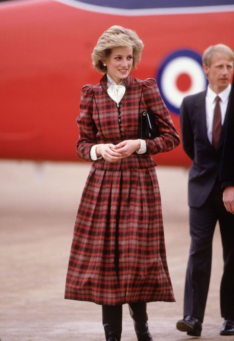 Princess Diana S Best Fashion Looks The Evolution Of