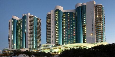 Daytime, Tower block, Metropolitan area, City, Property, Urban area, Condominium, Metropolis, Architecture, Skyscraper,
