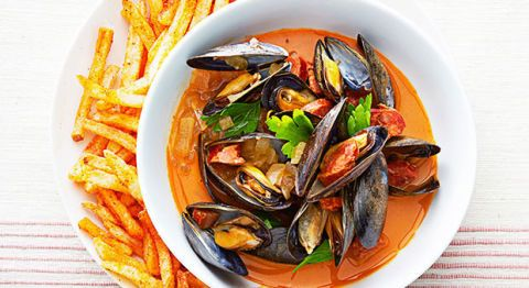 spanish mussels and paprika fries