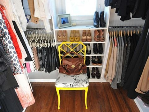 Room, Floor, Clothes hanger, Flooring, Wood flooring, Retail, Closet, Shelving, Collection, Boutique,