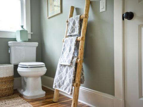 Wood, Room, Floor, Property, Flooring, Wall, Toilet seat, Toilet, Interior design, Fixture,