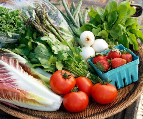 platter of fresh vegetables