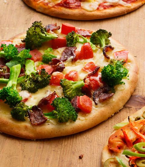 cheesy bacon broccoli pizza