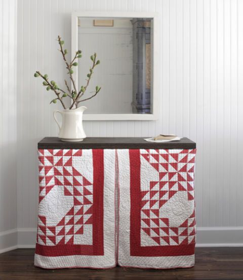 Flowerpot, Textile, Interior design, Linens, Tablecloth, Rectangle, Home accessories, Interior design, Creative arts, Vase,