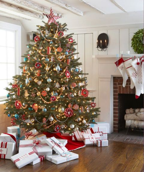 decorated christmas tree - White Christmas Tree With Red Decorations