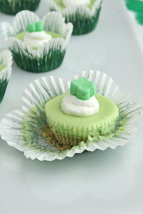 miniature lucky charm cheesecakes