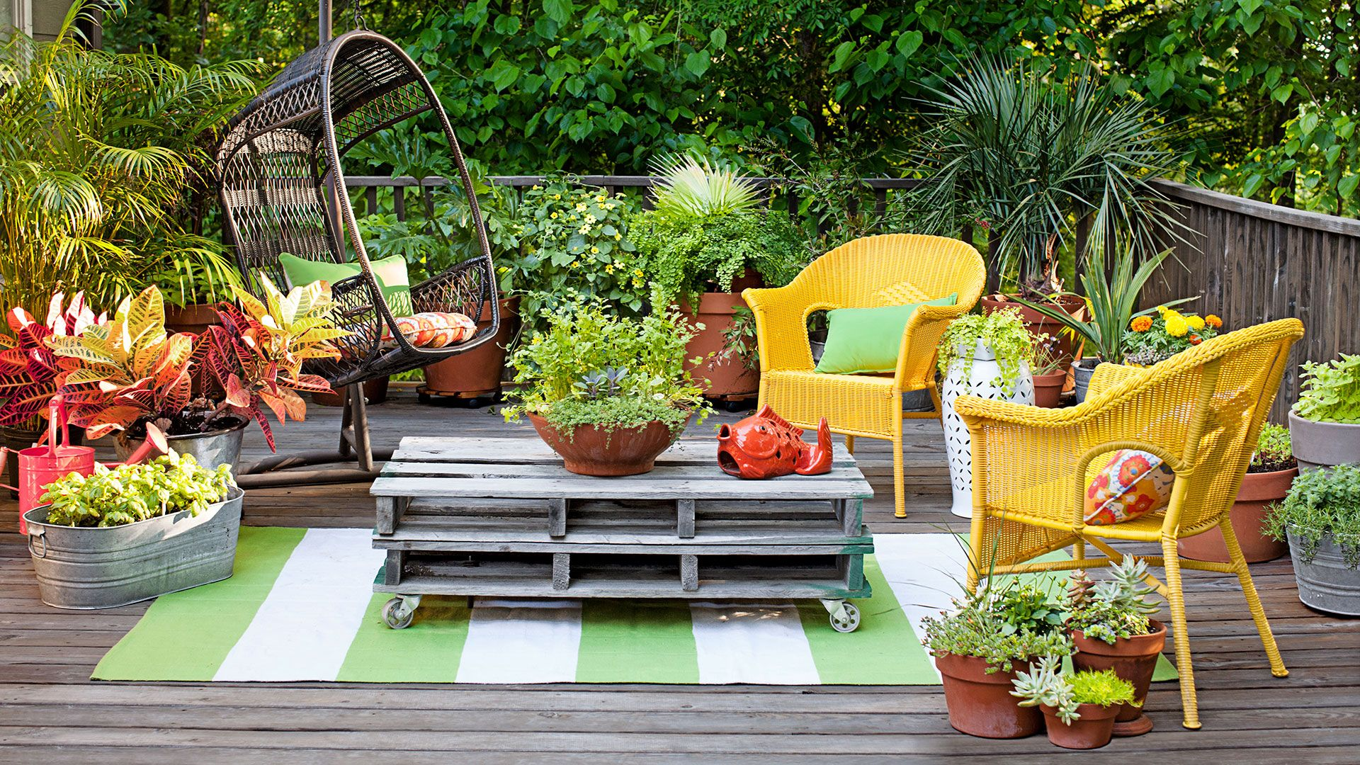garden chairs & 25 Backyard Decorating Ideas - Easy Gardening Tips and DIY Projects