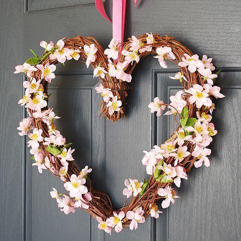 35 Diy Valentine S Day Wreaths Homemade Door Decorations For Valentine S Day