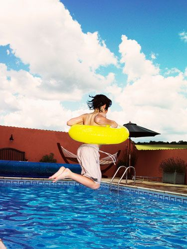 Human, Fun, Water, Swimming pool, Recreation, Leisure, Fluid, People in nature, Summer, Vacation,