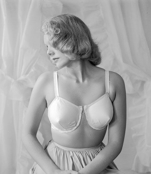60790c61d0 Evolution of the Bra - Historical Pictures of the Brassiere