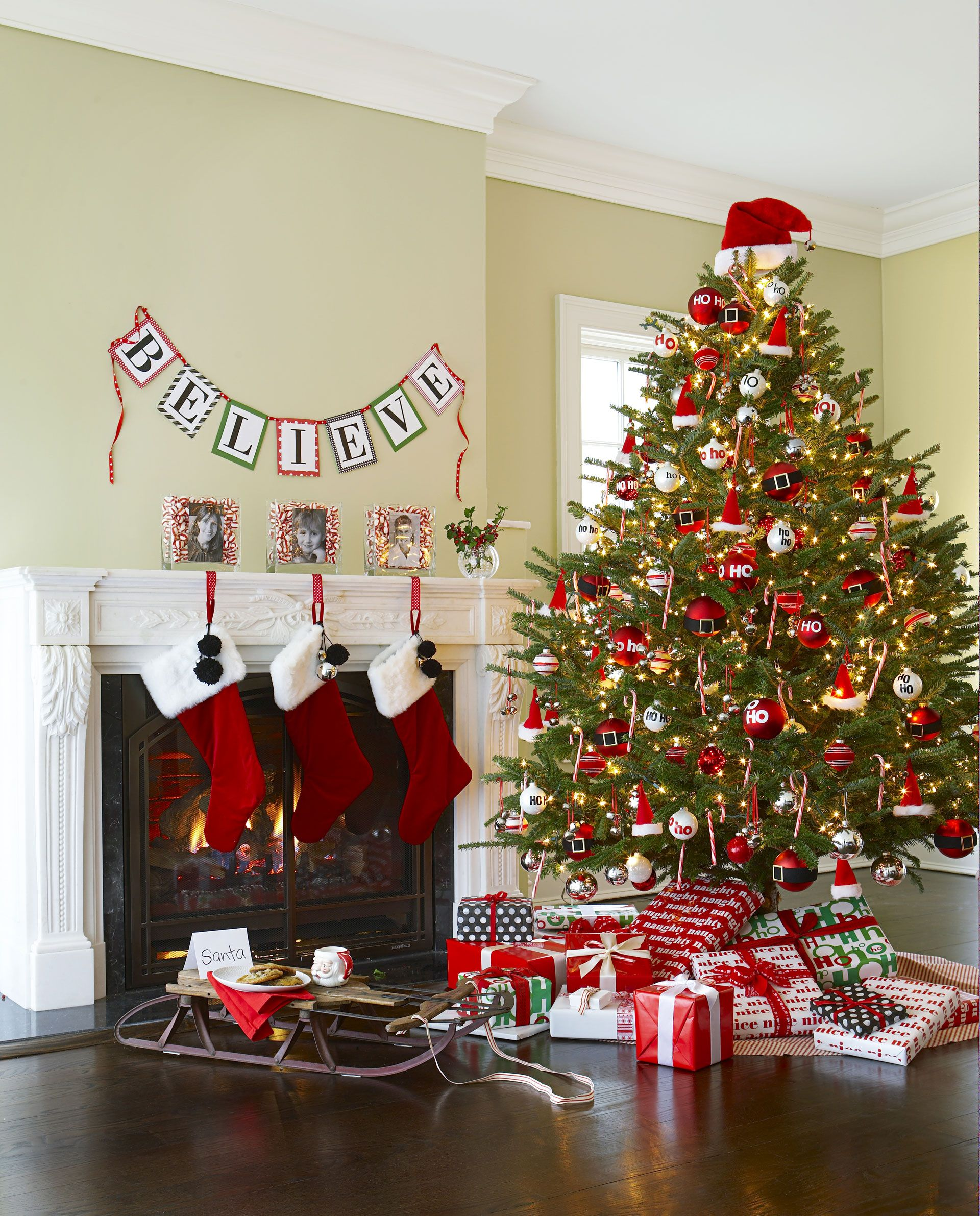 Beautiful Christmas Tree Red Decorations