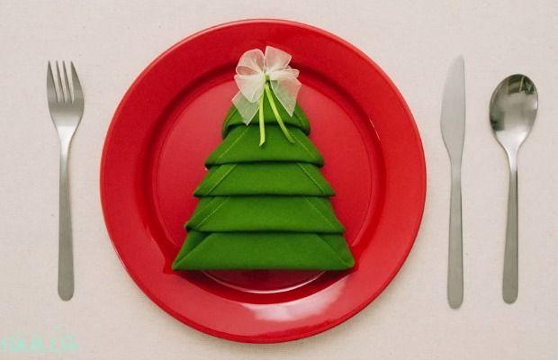 Christmas Napkin Folding.Christmas Napkin Folding Ideas Holiday Table Setting Ideas