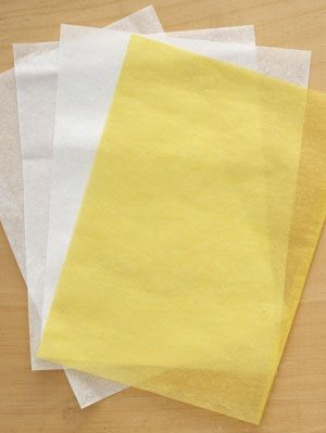 paper-daffodil napkin ring step 1