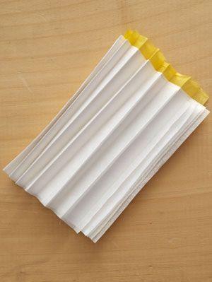 paper-daffodil napkin ring step 2