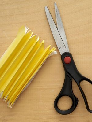 paper-daffodil napkins ring step 3