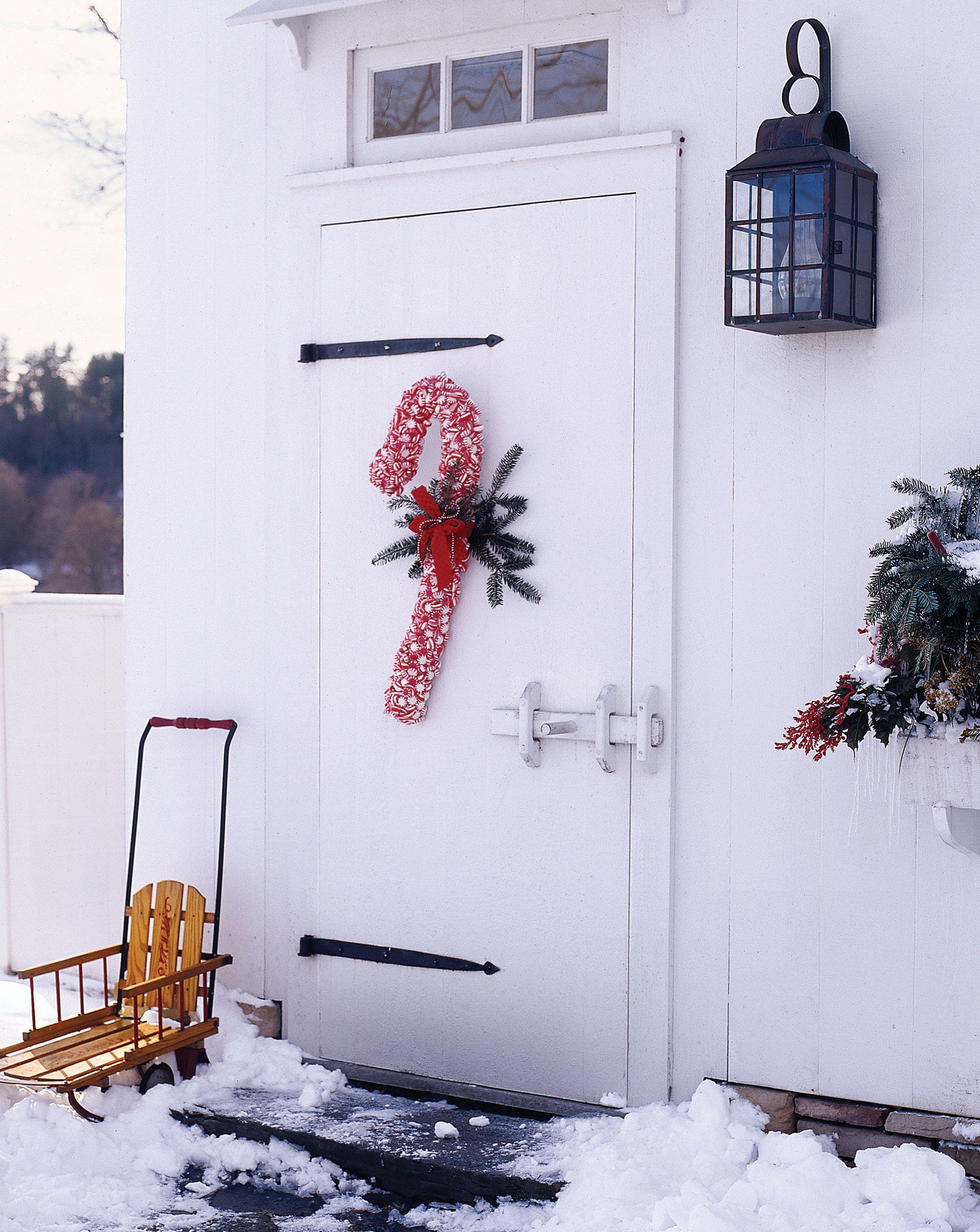 35 christmas door decorating ideas best decorations for your front 35 christmas door decorating ideas best decorations for your front door solutioingenieria Choice Image