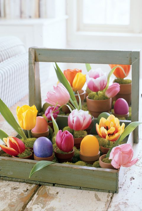 Easter Decorations DIY Flowers and Eggs in Crate