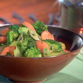 Food, Serveware, Ingredient, Broccoli, Dishware, Tableware, Leaf vegetable, Produce, Bowl, Vegetable,