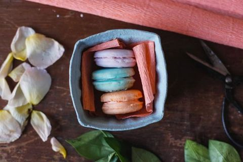 Macaroon, Sweetness, Finger food, Snack, Baked goods, Comfort food, Still life photography, Animal product, Leather, Food additive,