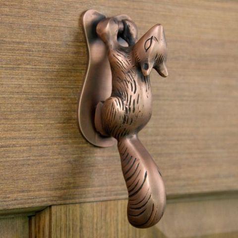 Wood, Hardwood, Wood stain, Plywood, Natural material, Sculpture, Varnish, Carving, Bronze, Handle,