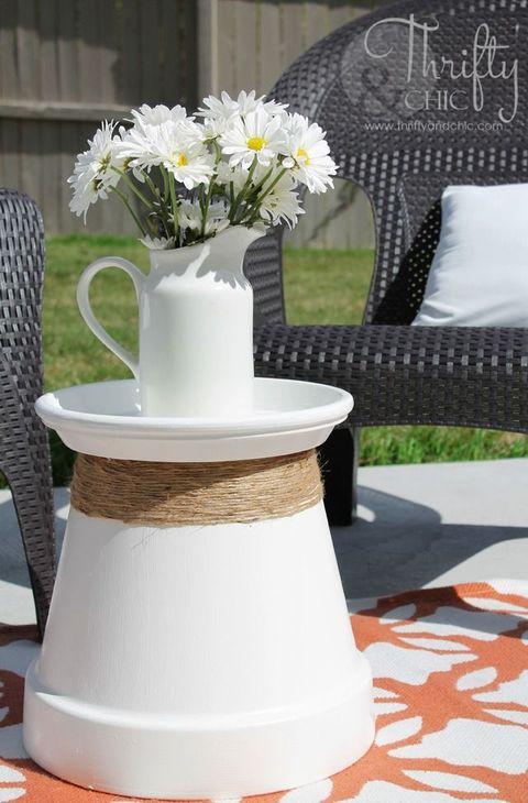 Petal, Serveware, Cut flowers, Porcelain, Flower Arranging, Bouquet, Dishware, Floristry, Artifact, Outdoor furniture,
