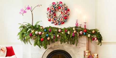 Room, Interior design, Furniture, Wall, Home, Interior design, Living room, Wreath, Christmas decoration, Flower Arranging,