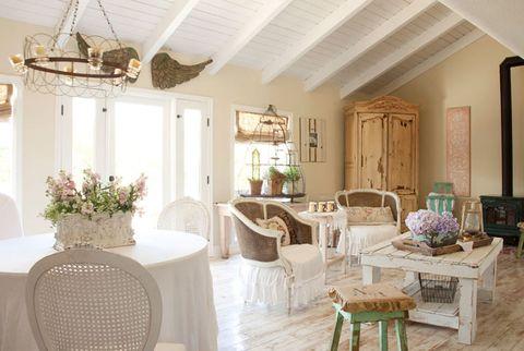 garden style family room