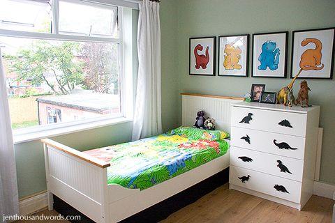 Wood, Room, Interior design, Bed, Textile, Floor, Drawer, Wall, Furniture, Flooring,
