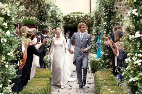 Clothing, Coat, People, Event, Trousers, Petal, Dress, Suit, Bridal clothing, Shirt,