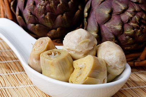 <p>Il carciofo è diuretico e depurativo, ha pochissime calorie ed è ricco di fibre.</p>