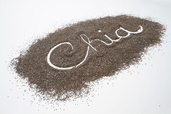 <p>I semi di chia sono ricchi di omega 3, quindi sono una fonte di acidi grassi essenziali alla stregua dei semi di lino e i semi sesamo. In altre parole, sono un concentrato naturale di acidi anti-age.</p>
