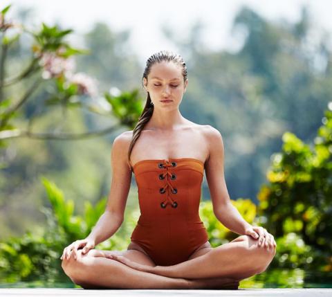 <p>È la disciplina preferita da Candice Swanepoel: lo yoga, specie se praticato tutti i giorni, migliora il tono muscolare e snellisce i punti critici, cosce incluse. Senza contare che ha un effetto illuminante sulla pelle e poteri anti-age.</p>