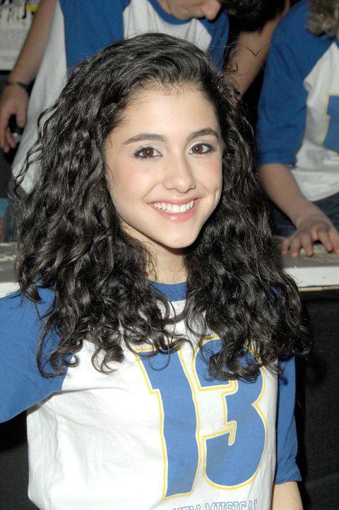 <p>Ariana Grande agli esordi: è il 2008 e la cantante ha 15 anni.</p>