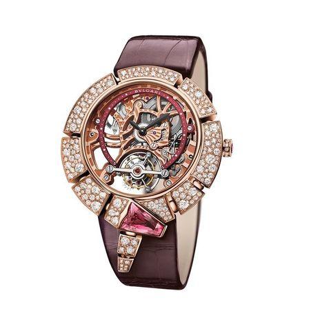 <p>Un serpente di diamanti e pietre preziose si annoda intorno al quadrante che scopre il meccanismo: ecco il nuovo orologio gioiello da donna Serpenti Incantati di Bulgari. Non un semplice orologio e neanche un gioiello, ma entrambi, insieme. </p>