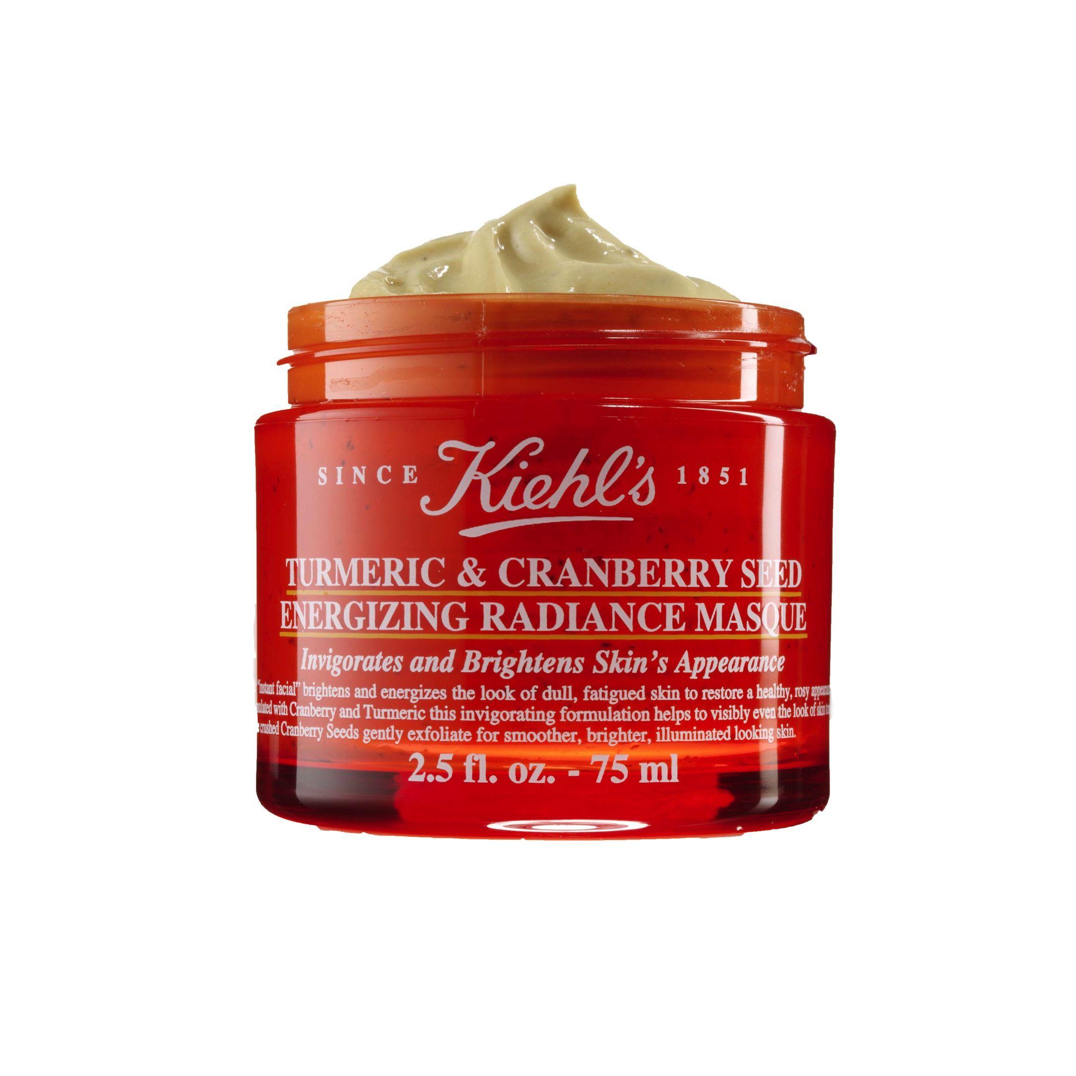 <p>Rivitalizza  e illumina la pelle di viso e collo, la maschera a base di curcuma e semi di mirtillo rosso: Turmeric & Cranberry Seed Energizing Radiance Masque di Kiekl's (€ 34).</p>