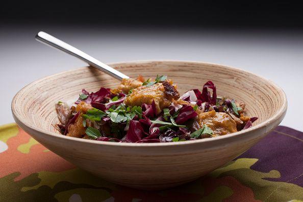 <p>La cicoria una verdura che si trova tutto l'anno ed è particolarmente utile durante i periodi detox, perché stimola l'attività di fegato e reni.</p>