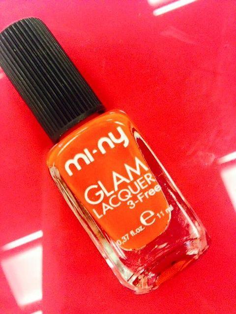 """<p>Mi-Ny è un brand italiano che propone 400 colori di smalto e una linea di make-up a edizione limitata. Tutti i prodotti dell'azienda sono privi di<span class=""""text_exposed_show""""> toluene, formaldeide, DBP e canfora</span> e sono acquistabili <a href=""""https://www.minyshop.com/it/"""">online</a> o presso i mini store monomarca.</p>"""