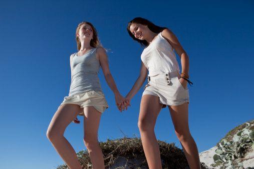 <p>Aiuta a drenare i liquidi, quindi a contrastare la ritenzione idrica. Insieme al movimento in acqua, camminare è l'unica attività fisica in grado di combattere efficacemente gli antiestetici cuscinetti: stimola la circolazione delle gambe e tonifica i muscoli.</p>