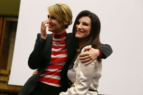 """<p>Un ritorno al passato. Quello fastoso del varietà televisivo. <em>Laura & Paola</em> punta a riportare in Rai quel tipo di spettacolo che ha fatto grande la Rai stessa. Il pensiero di chi ha una certa esperienza (leggi: età) corre a <em>Milleluci</em> e a due leggende: Mina e Raffaella Carrà. «Ma io non sono Mina e Paola non sa fare la spaccata come Raffaella», dice Laura, che aggiunge: « È un paragone che pesa, era un'altra epoca». Meglio allora parlare di <em>two women show</em>, ovvero ritorno a qualcosa di classico ma in barba ai triti e ritriti <em>one man show</em><span class=""""redactor-invisible-space"""">. </span></p>"""