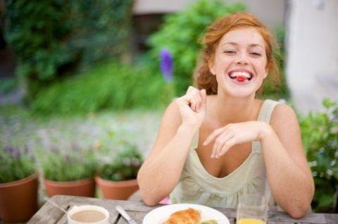 """<p>La dieta ideata da Marco Borges punta tutto sugli <a href=""""http://www.gioia.it/benessere/diete/news/g236/proteine-vegetali-le-migliori-10-per-una-dieta-vegetariana-equilibrata/"""">alimenti vegetali</a>: sì a frutta e verdura, al bando tutti gli alimenti troppo elaborati. L'organismo deve depurarsi ed eliminare le tossine, quindi meno complessi sono i cibi che mangi, più in fretta si attuerà il processo <a href=""""http://www.gioia.it/benessere/diete/news/g211/verdure-di-stagione-detox-per-depurare-e-disintossicare-organismo/"""">detox</a>.</p>"""