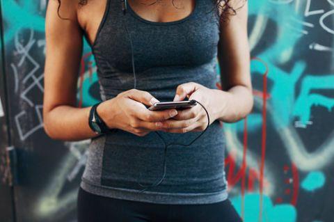 """<p><a href=""""http://www.gioia.it/benessere/fitness/"""">Fare movimento</a> è uno dei capi saldi di ogni dieta che si rispetti: accelera il metabolismo e rilascia endorfine, essenziali per mantenere alta l'autostima. Il bello di avere 20 anni è che bastano 3 sedute intensive in palestra a settimana o una camminata veloce a giorni alterni per almeno 30 minuti per ottenere risultati visibili già dopo due settimane. </p>"""